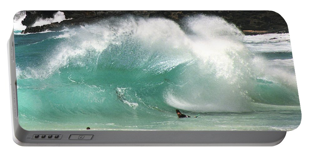 Hawaii Portable Battery Charger featuring the photograph Sandy Beach Shorebreak by Kevin Smith