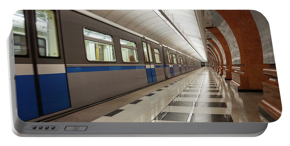 Metro Portable Battery Charger featuring the photograph Last Train Home by Geoff Smith
