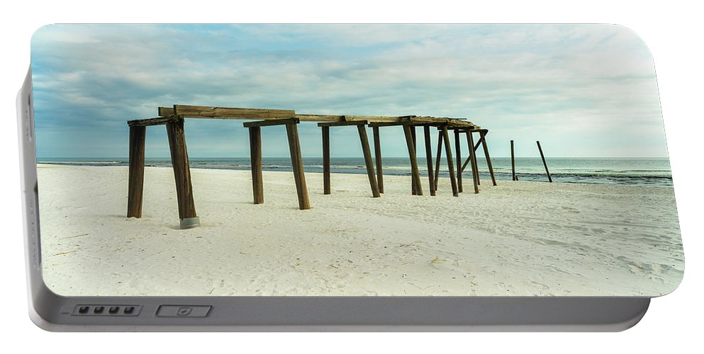 Gulf Of Mexico Portable Battery Charger featuring the photograph Life Of A Pier by Raul Rodriguez
