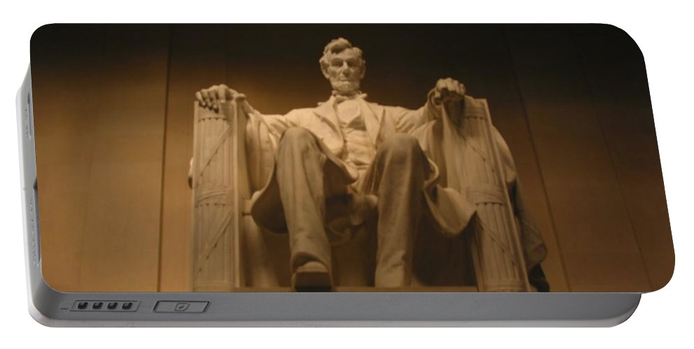 Abraham Lincoln Portable Battery Charger featuring the painting Lincoln Memorial by Brian McDunn