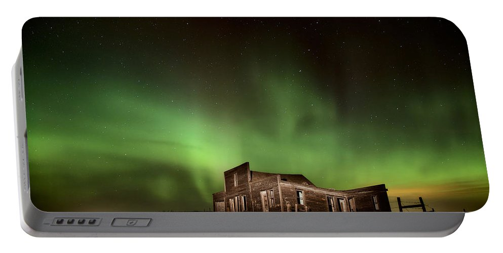 Canada Portable Battery Charger featuring the photograph Northern Lights Canada Abandoned Building by Mark Duffy