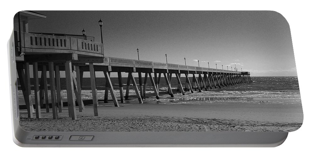 Pier Portable Battery Charger featuring the photograph Pier Willmington Nc by Tommy Anderson
