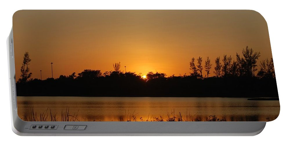 Nature Portable Battery Charger featuring the photograph Sunset On The Edge by Rob Hans