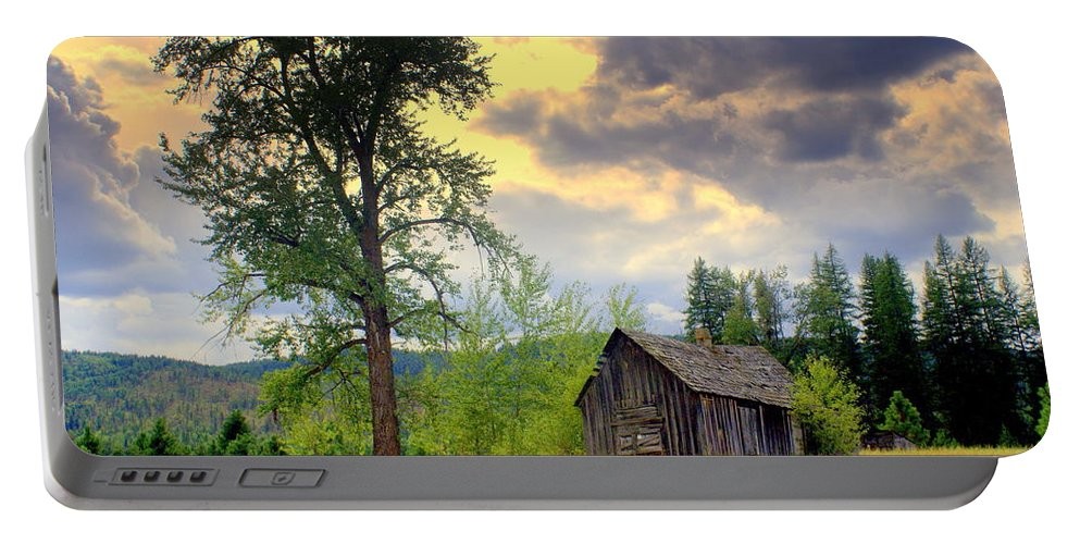Washington Portable Battery Charger featuring the photograph Washington Homestead by Marty Koch