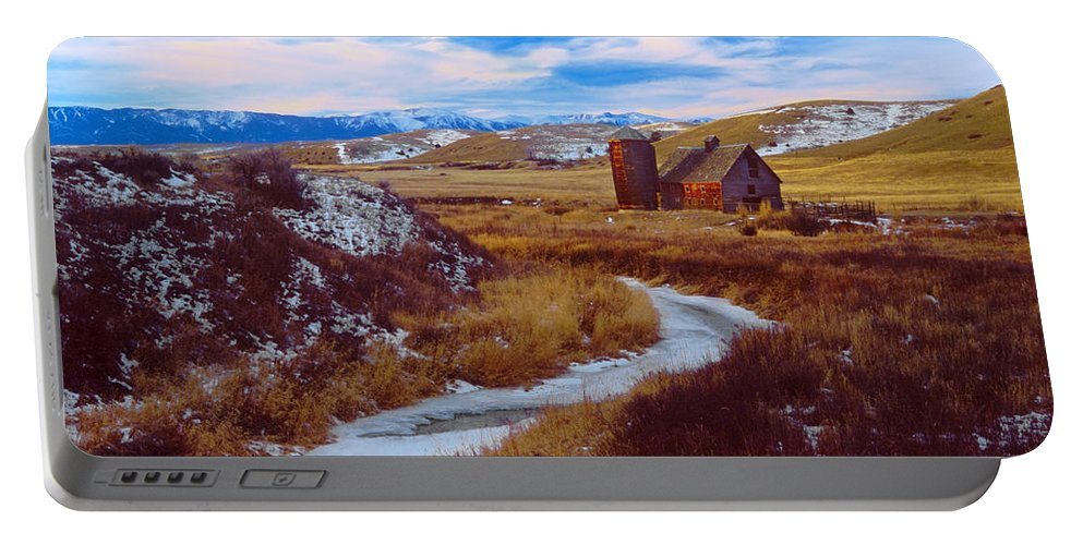 Barn Portable Battery Charger featuring the photograph Willow Creek Barn by Gary Beeler