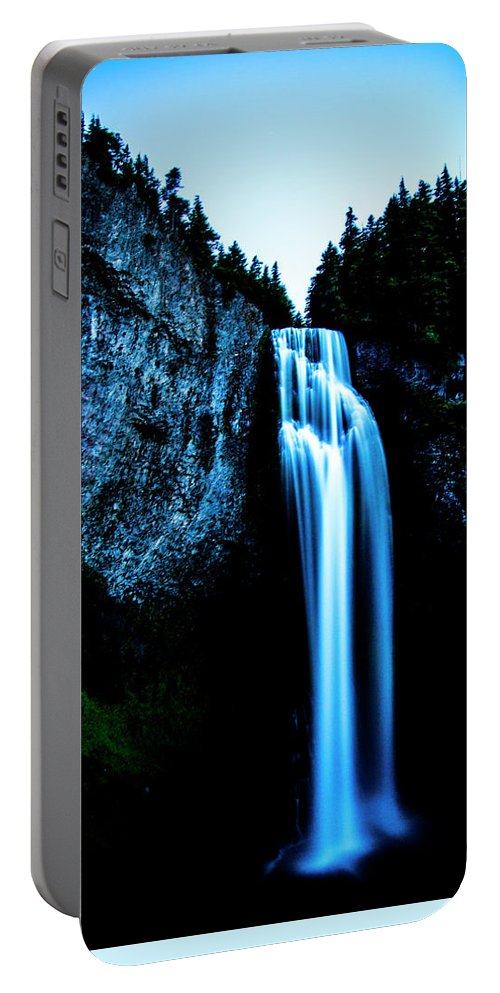 Portable Battery Charger featuring the photograph Salt Creek Falls by Angus Hooper Iii
