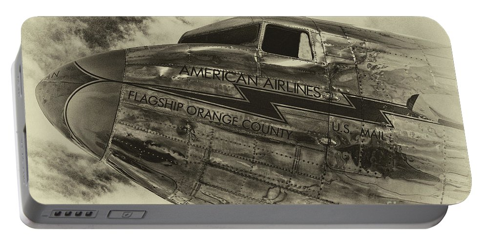 Douglas Dc-3 Dakota Portable Battery Charger featuring the photograph Douglas Dc-3 by Tommy Anderson