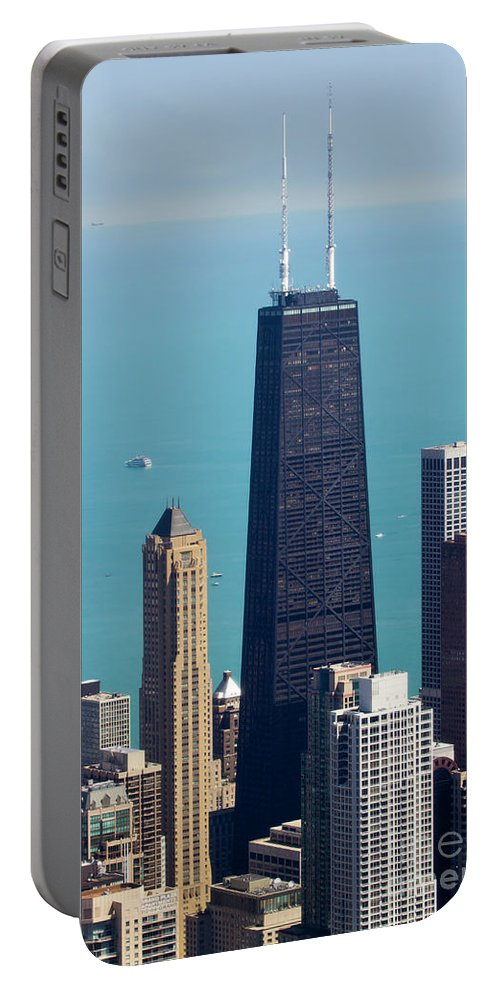 Willis Tower Portable Battery Charger featuring the photograph Chicago Il, Usa by Ohad Shahar