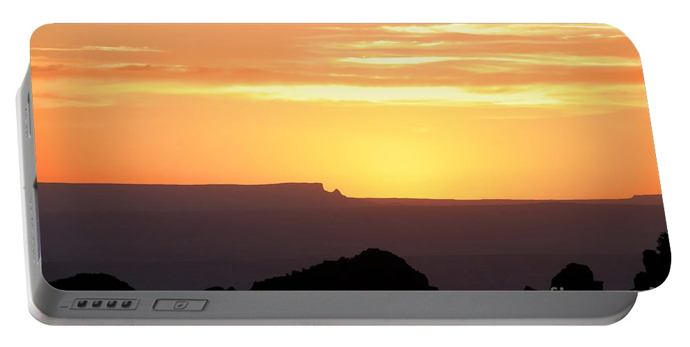 Western Us Portable Battery Charger featuring the photograph A Western Sunset by David Lee Thompson