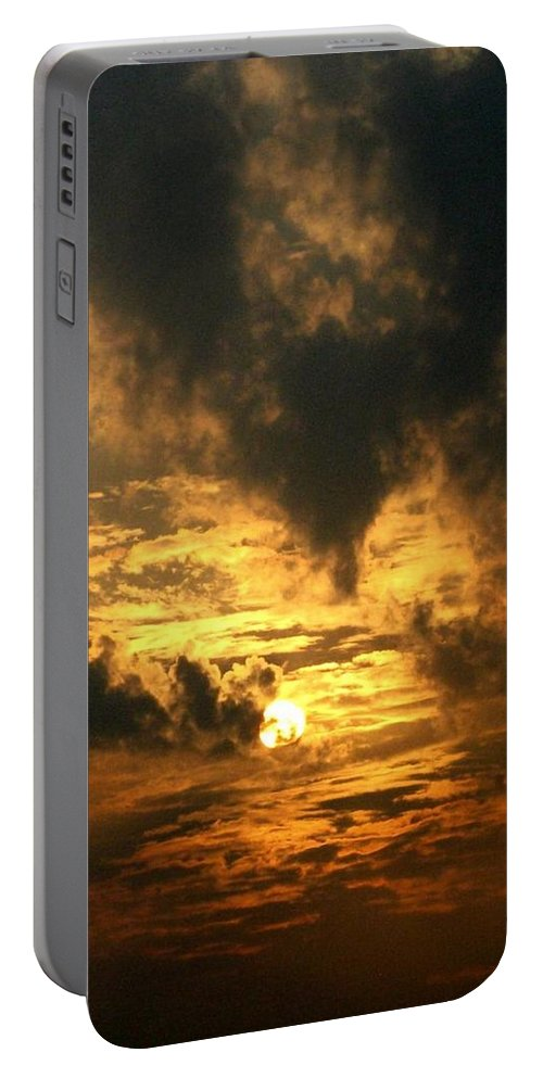 Daybreak Portable Battery Charger featuring the photograph Alter Daybreak by Rhonda Barrett