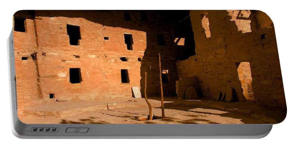 Anasazi Portable Battery Charger featuring the painting Anasazi Kiva by David Lee Thompson