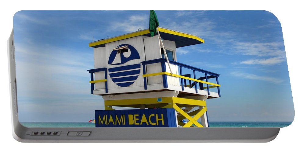 Miami Beach Portable Battery Charger featuring the photograph Art Deco Lifeguard Stand by David Lee Thompson