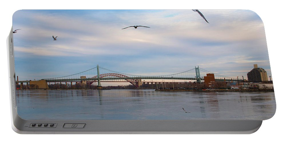 Birds Portable Battery Charger featuring the photograph Avigation by Robert Popa