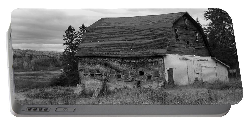 Barn Portable Battery Charger featuring the photograph Barn On The River Flat by William Tasker