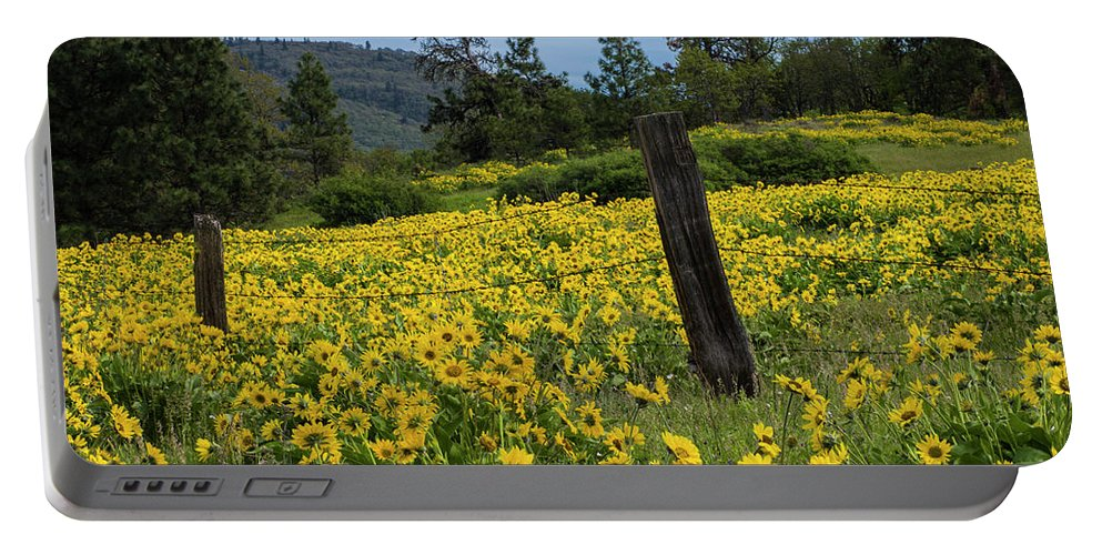 Oregon Portable Battery Charger featuring the photograph Blooming Fence by Steven Clark