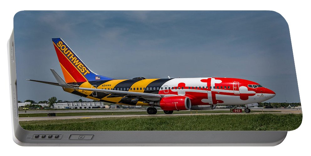 737 Portable Battery Charger featuring the photograph Boeing 737 Maryland by Guy Whiteley