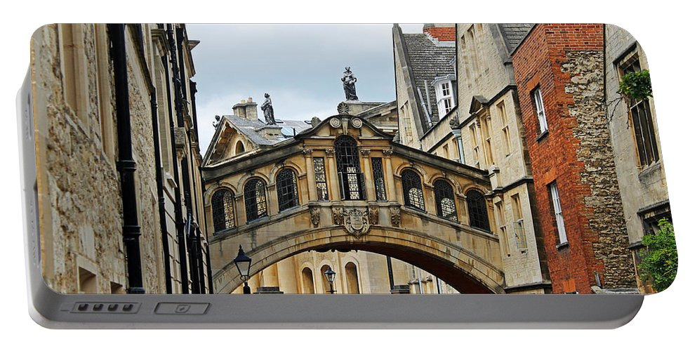 Oxford Portable Battery Charger featuring the photograph Bridge Of Sighs by Tony Murtagh
