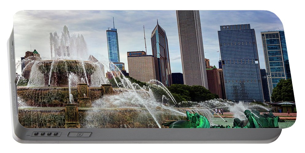 Buckingham Fountain Portable Battery Charger featuring the photograph Buckingham Fountain by Kelley King