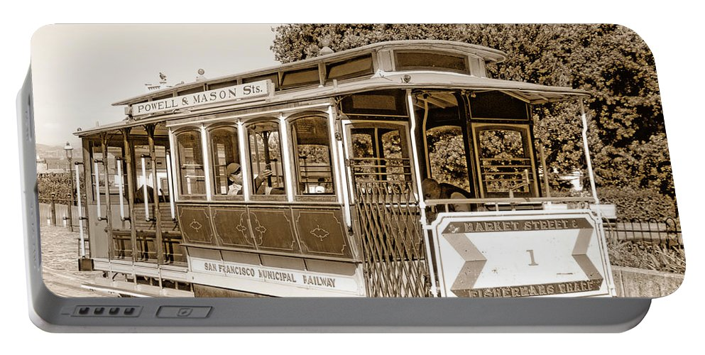 San Francisco Portable Battery Charger featuring the photograph Cable Car by Donna Blackhall