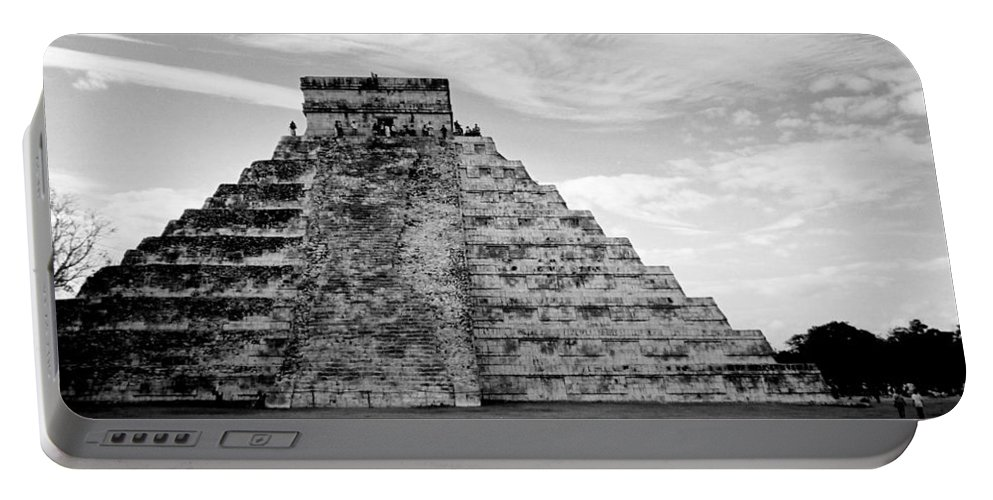 Mexico Portable Battery Charger featuring the photograph Chichen Itza B-w by Anita Burgermeister