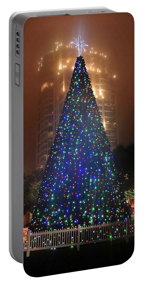 Christmas Portable Battery Charger featuring the photograph Christmas In The City by David Lee Thompson