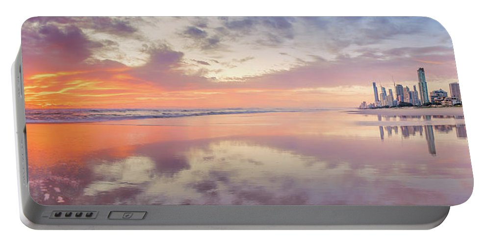 Ausrtalian City Skyline Portable Battery Charger featuring the photograph Daybreak In Paradise by Az Jackson