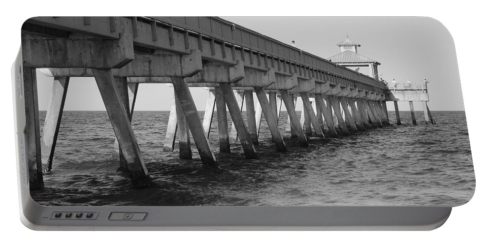 Architecture Portable Battery Charger featuring the photograph Deerfield Beach Pier by Rob Hans