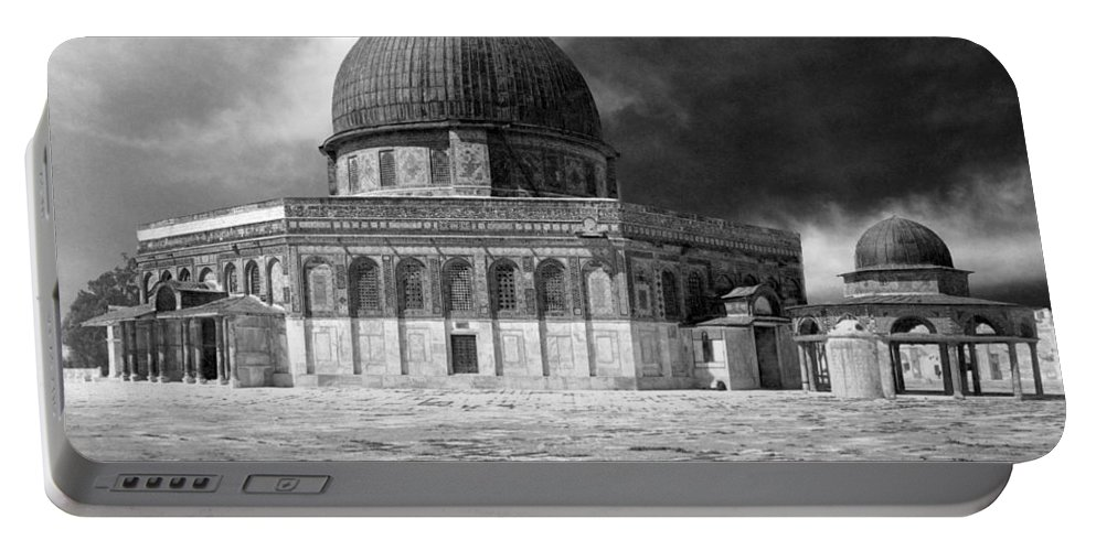 Jerusalem Portable Battery Charger featuring the photograph Dome Of The Rock - Jerusalem by Munir Alawi
