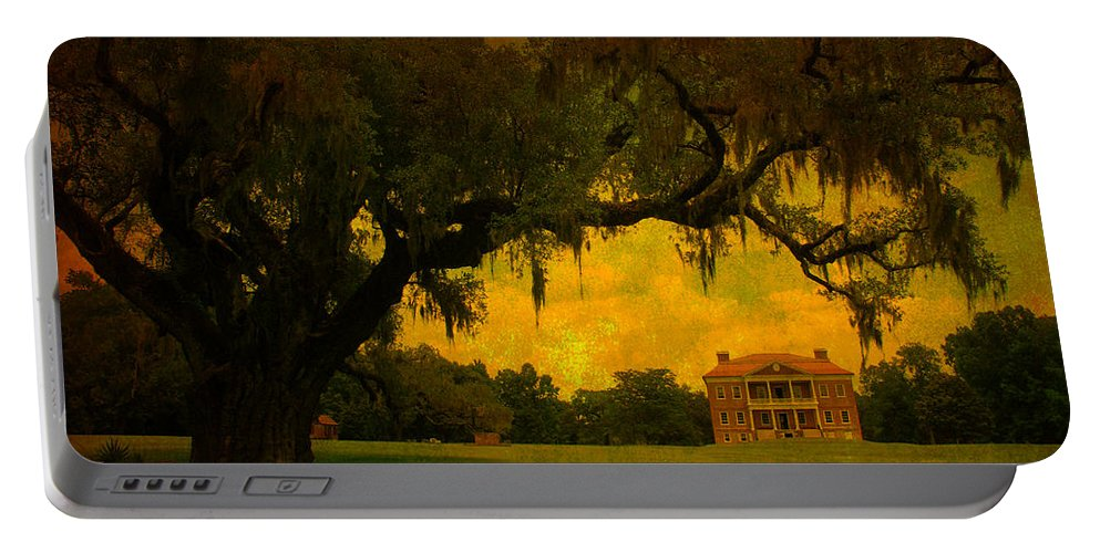 Plantation House Portable Battery Charger featuring the photograph Drayton Hall Plantation In Charleston by Susanne Van Hulst