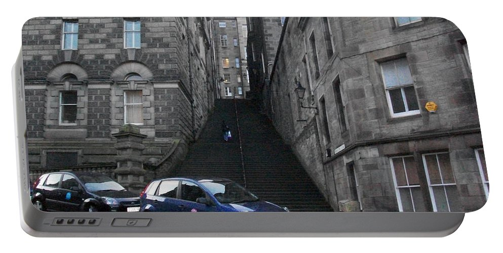 Edinburgh Portable Battery Charger featuring the photograph Edinburgh - Way To High Street by Munir Alawi