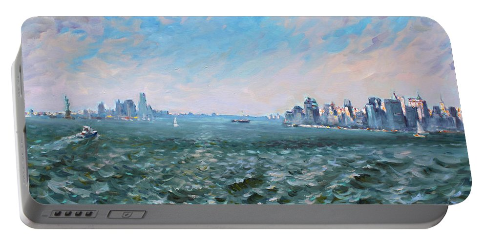 Manhattan Portable Battery Charger featuring the painting Entering In New York Harbor by Ylli Haruni