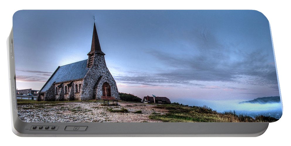 Morningmist Portable Battery Charger featuring the photograph Etretat by Jane Svensson