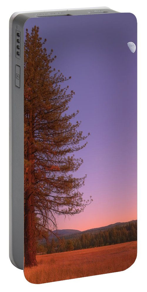 Valley Portable Battery Charger featuring the photograph Evening In The Valley by Mick Burkey