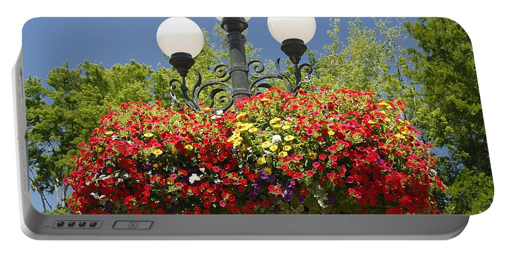 Flowers Portable Battery Charger featuring the photograph Flowered Lamppost by David Lee Thompson