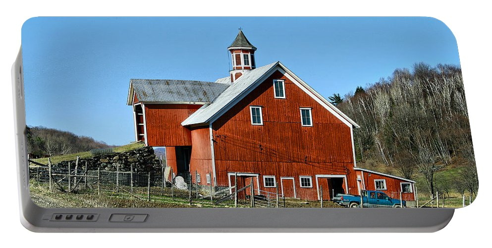 Barn Portable Battery Charger featuring the photograph Franklin Spring Barn by Deborah Benoit