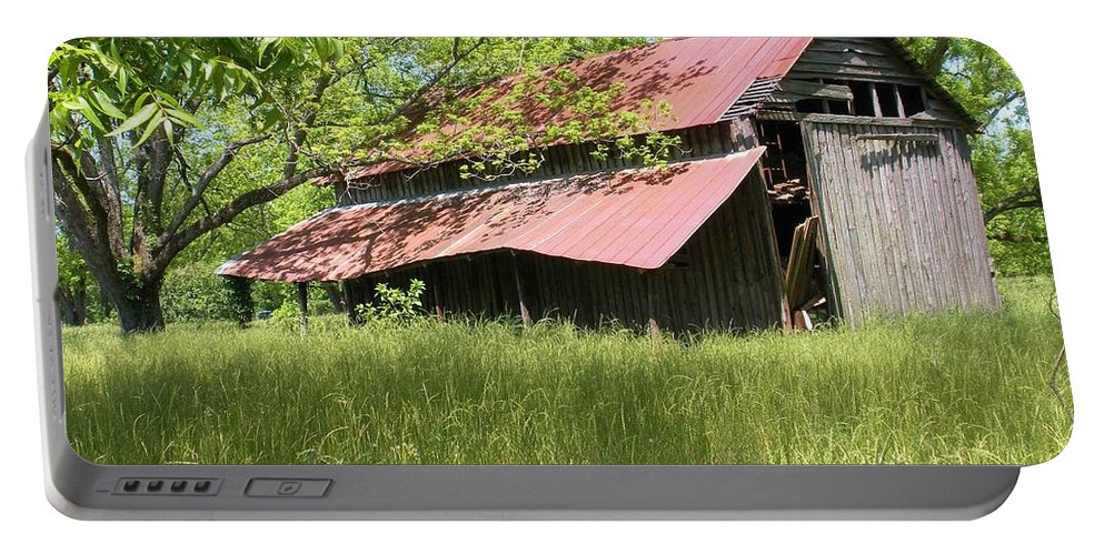 Barn Portable Battery Charger featuring the photograph Georgia Barn by Nelson Strong
