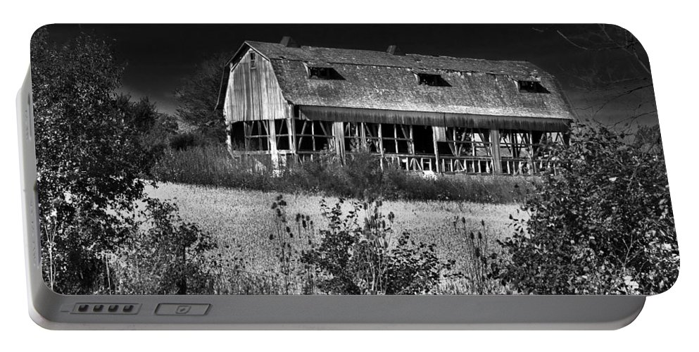 Barn Portable Battery Charger featuring the photograph Hainesville Barn B/w by Robert Storost