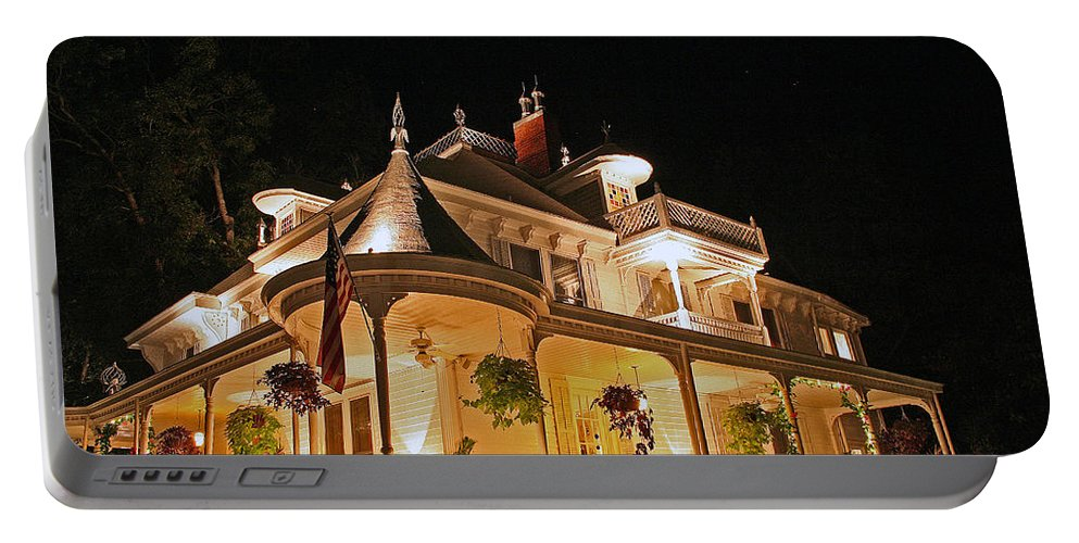Victorian Portable Battery Charger featuring the photograph Higdon House Inn Ga by David Campbell
