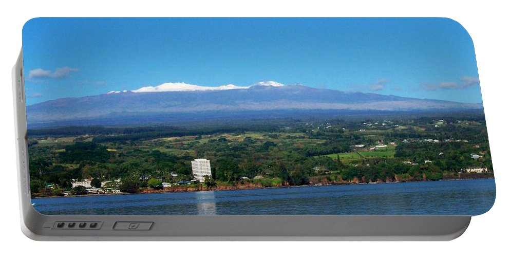 Hawaii Portable Battery Charger featuring the photograph Hilo Bay by Dina Holland