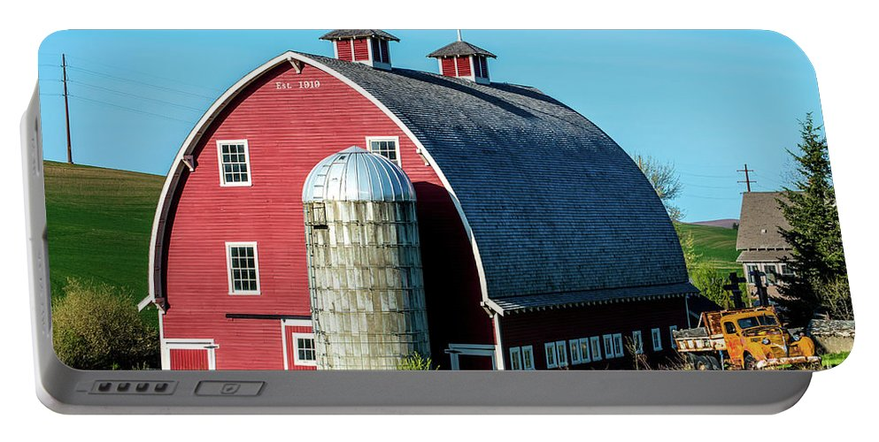 Colfax Portable Battery Charger featuring the photograph Historic Red Barn - Palouse Region - Washington by Gary Whitton