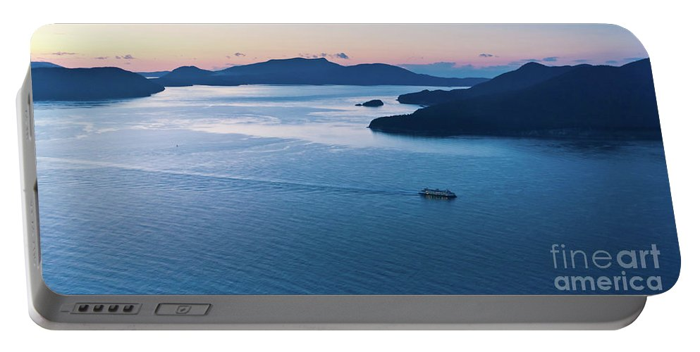 San Juan Islands Portable Battery Charger featuring the photograph Homeward Bound by Mike Reid