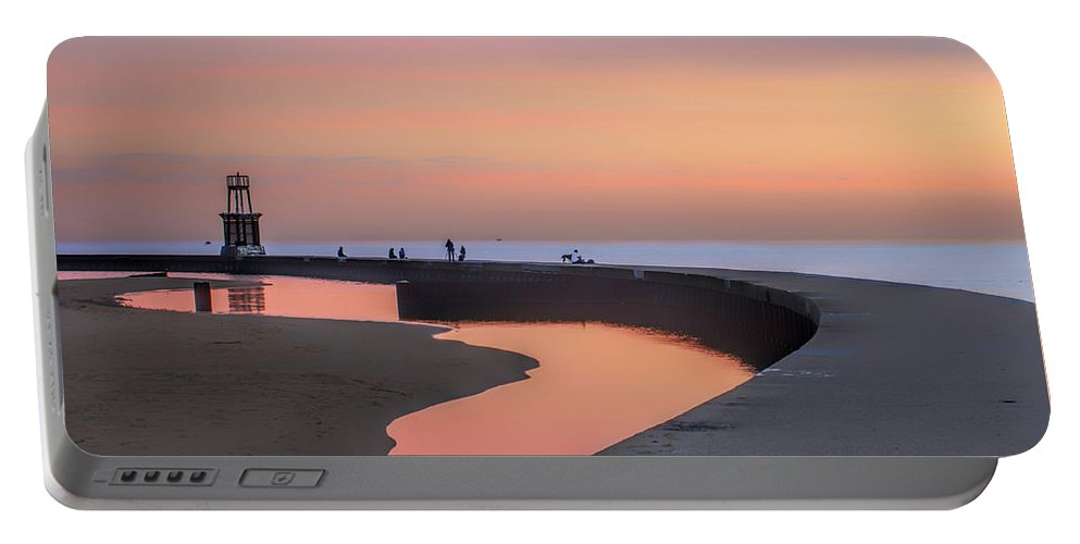 Dawn Portable Battery Charger featuring the photograph Hook Pier Lighthouse - Chicago by Nikolyn McDonald