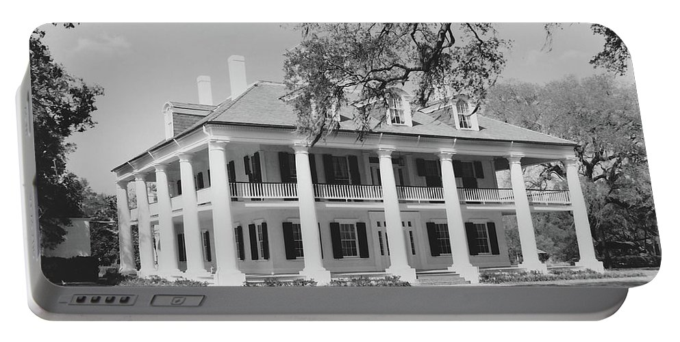 Plantation Homes Portable Battery Charger featuring the photograph Houmas House by Michelle Powell
