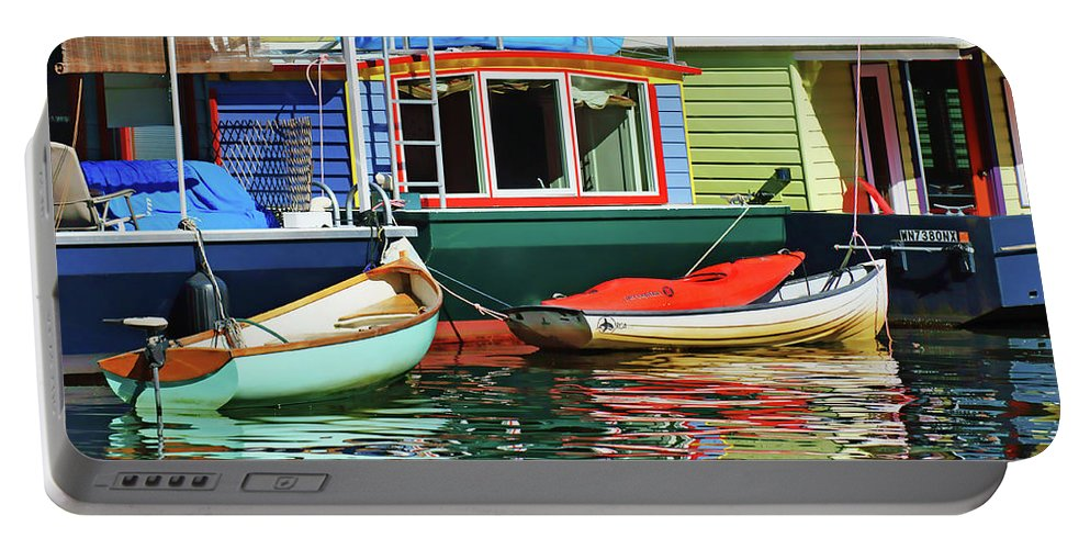 Seattle Portable Battery Charger featuring the photograph Houseboats 4 - Lake Union - Seattle by Nikolyn McDonald