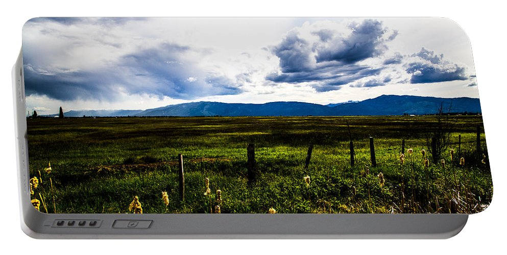 Idaho Portable Battery Charger featuring the photograph Idaho Field by Angus Hooper Iii
