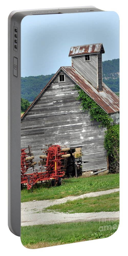 Barn Portable Battery Charger featuring the photograph Ilini Barn by Marty Koch
