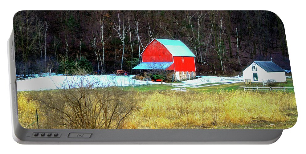 Barn Portable Battery Charger featuring the photograph Lake Hallie Barn by Lowell Stevens
