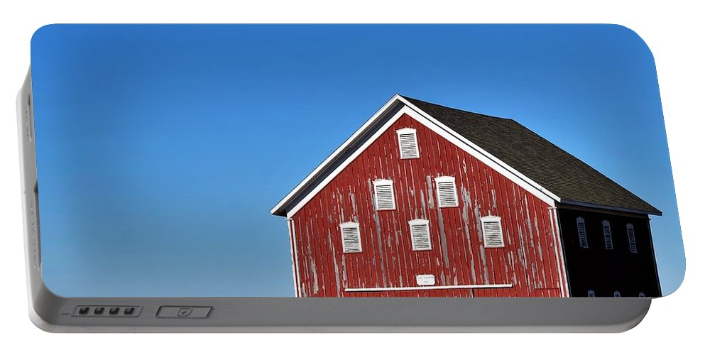 Barn Portable Battery Charger featuring the photograph Macomb Barn by Dwight Eddington