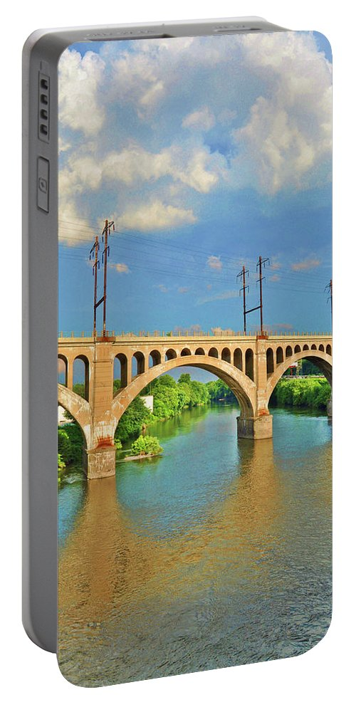 Philadelphia Portable Battery Charger featuring the photograph Manayunk Bridge by Bill Cannon