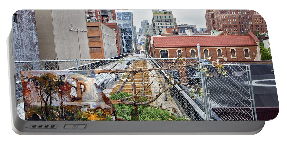 Manhattan Portable Battery Charger featuring the photograph Manhattan High Line by Madeline Ellis